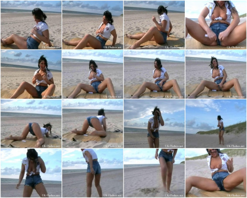 Beach Babe Peeing