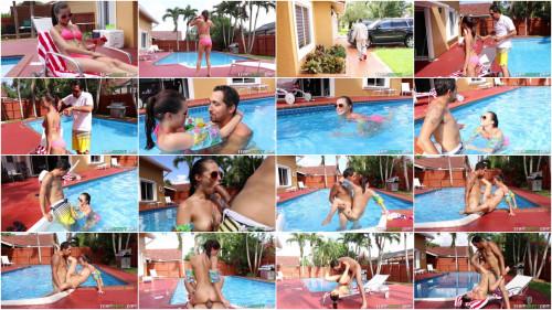 Carolina Sweets – Swimming In Semen FullHD 1080p