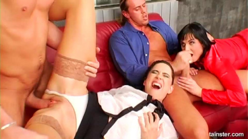 DOWNLOAD from FILESMONSTER: peeing Roxyn and Pepper Golden Streams of Goodness