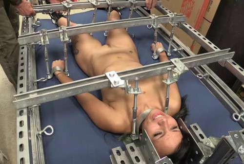 Betty Cash Iron Bed Play 1
