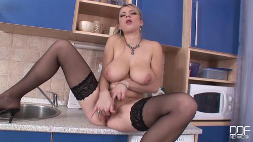 The Tittie Goddess Next Door! Masturbation