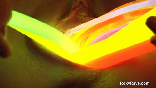 DOWNLOAD from FILESMONSTER: fisting and dildo Roxy Raye glowing holes