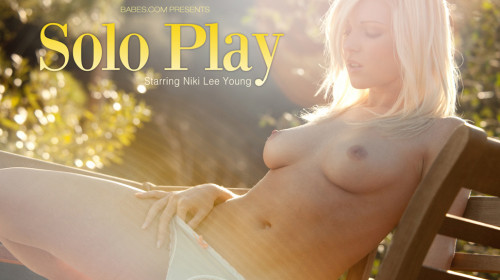 Niki Lee Young: Solo Play Masturbation