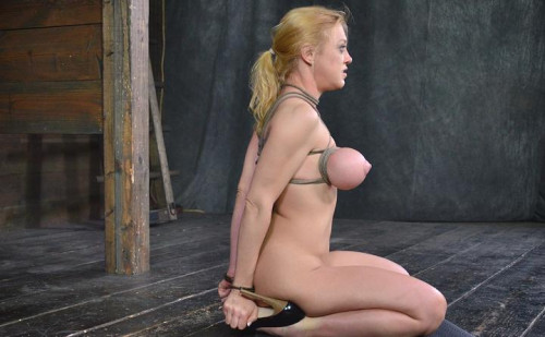 Sexy Darling blindfolded, caged and tagteamed by dick!