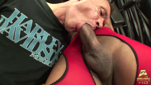 Beatrice x - The Bodybuilder and The Nurse SheMale