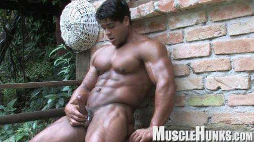 Brutus di Fino Outdoor Pump (2010) Gay Solo