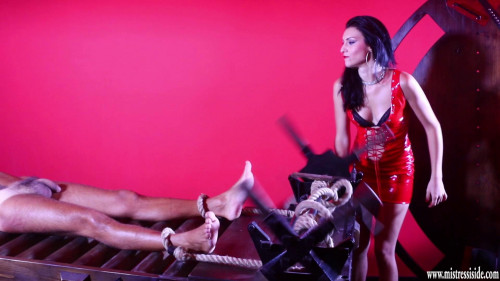 Mistress Iside Femdom and Strapon