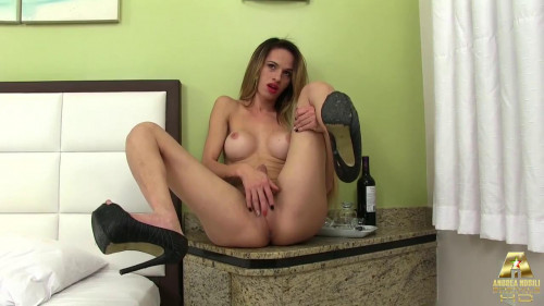 DOWNLOAD from FILESMONSTER: transsexual Dani Lisboa performs teasing solo