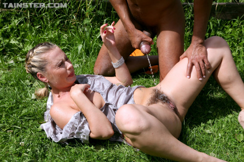 Some Naughty Sex In The Open Air On A Green Lawn