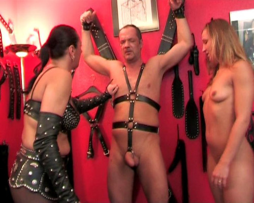 Pussy for old slave Femdom and Strapon