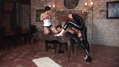 Nina Lee - Eignungstest Femdom and Strapon