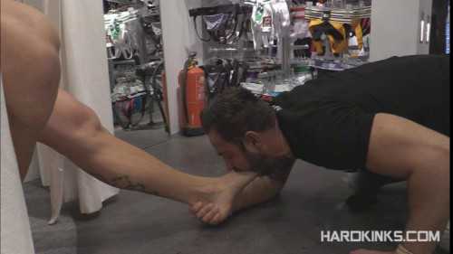 Gay BDSM Servicing Customers