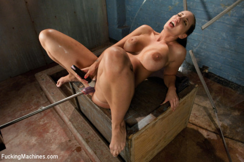 Sex Machines Bury Your Face in Her Ass The DE-VINE Kelly Divine