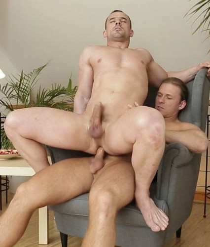 Andy West And Julius Taylor Have A Hot Raw Fuck
