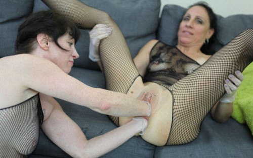 Fisting and Dildo Dirtygardengirl and SexySasha lesbian fisting fun