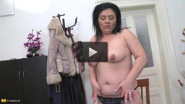 big breast nice mature slut dildoing herself at home
