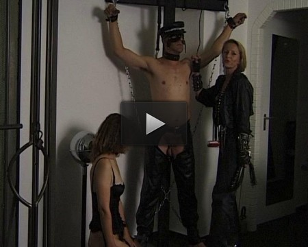 Two dommes for slave