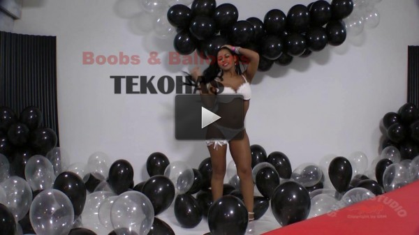 Tekohas Balloons in white studio