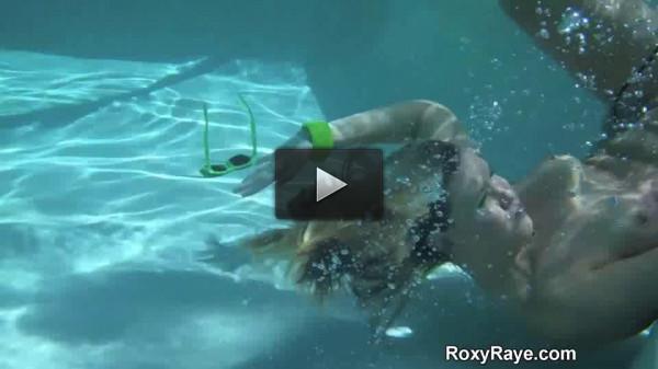 Roxy Underwater Gaping