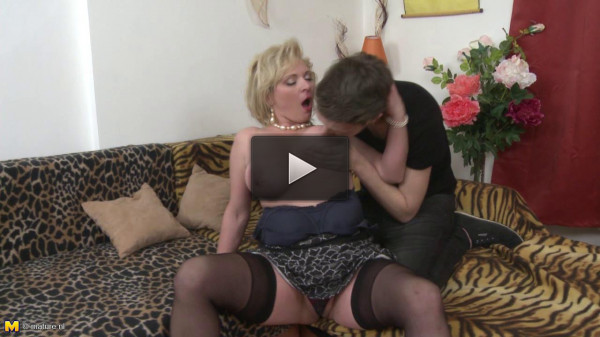 Josefa — Naughty housewife doing her toyboy HD 720p