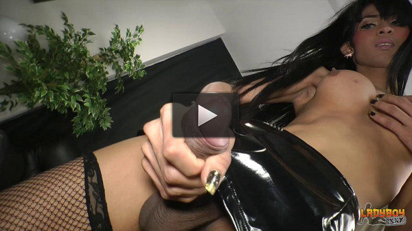 Stunning Baiw Strokes Her Huge Cock! (26 May 2016)