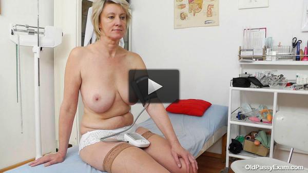 Ester (47 years woman gyno exam)