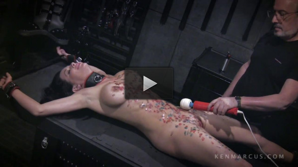 Veronica Avluv — Gets Waxed