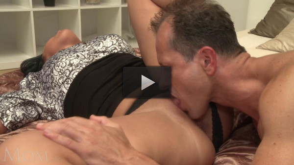 Sexy Mommy Filled With Semen (1080)