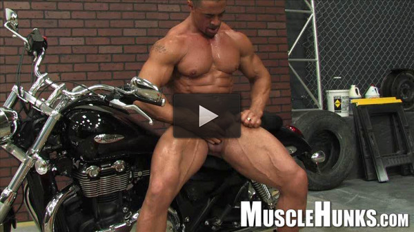 MuscleHunks — The Return of Eddie Camacho
