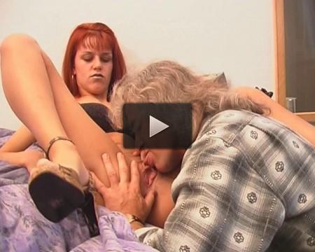 Kinky cum brushing
