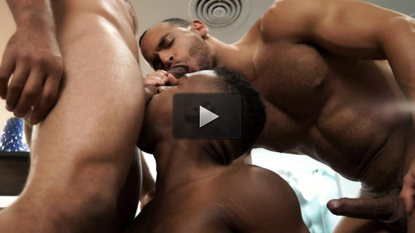 Threesome Muscle Men In Anal Fcking