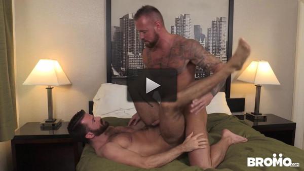 Michael Roman fucks Brendan Patrick's asshole (720p)