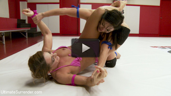 Lea Lexis and Savannah Fox Wrestle Naked and fight for a sex prize