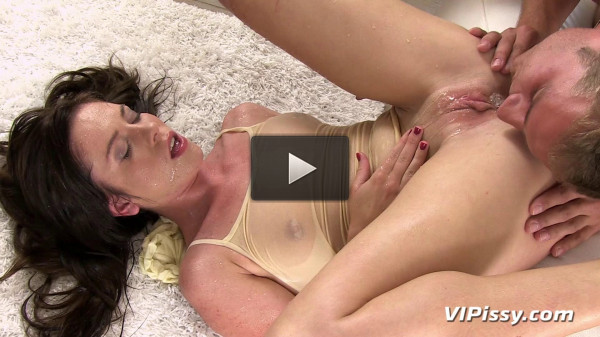 Sexy Hottie Can't Hold Her Own Piss In any Longer