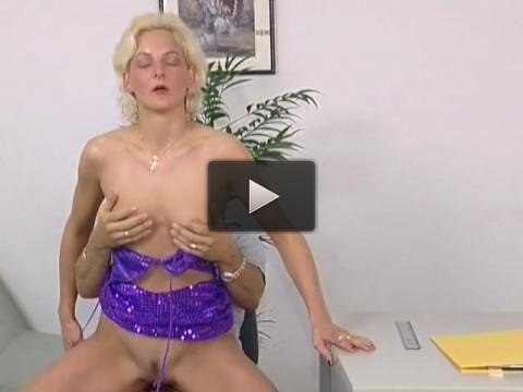 Glamorous blondie fucked