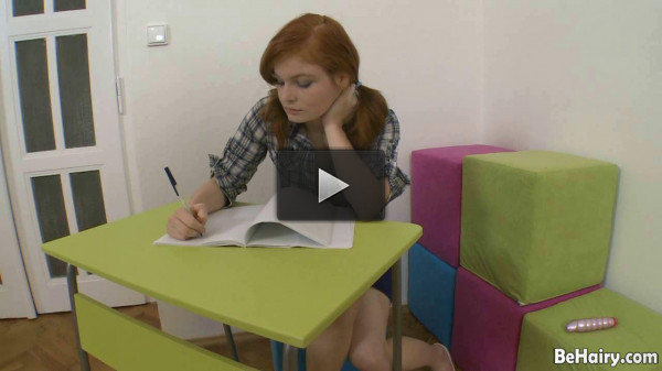 Slim redhead plugs herself