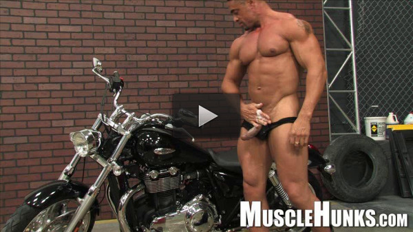 MuscleHunks - The Return of Eddie Camacho (live, style, raw).
