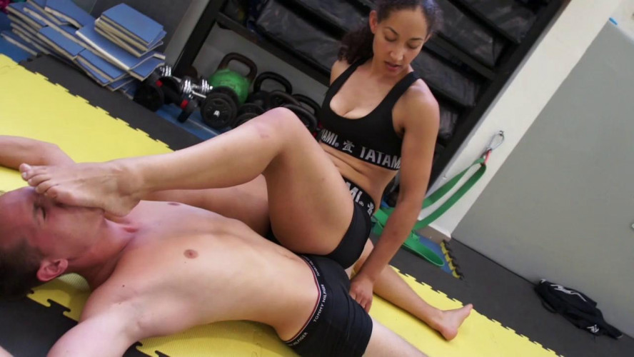 Femdom and Strapon Dirty Wrestling Pit - Madame Curie vs Akos - Body Control