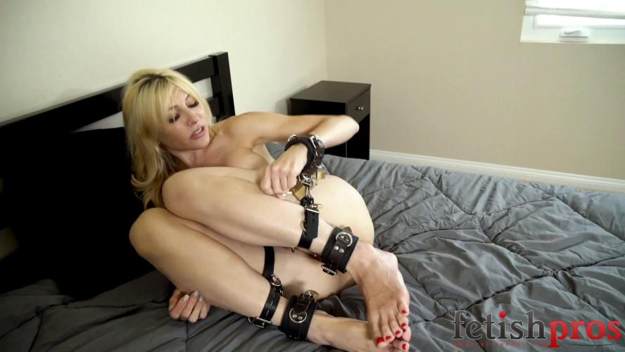 BDSM Lock & Key Escape from Cuffs