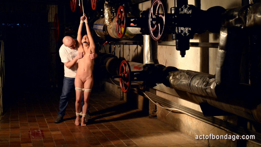 BDSM Kate in the cellar tiptoeing and kneeling on beans