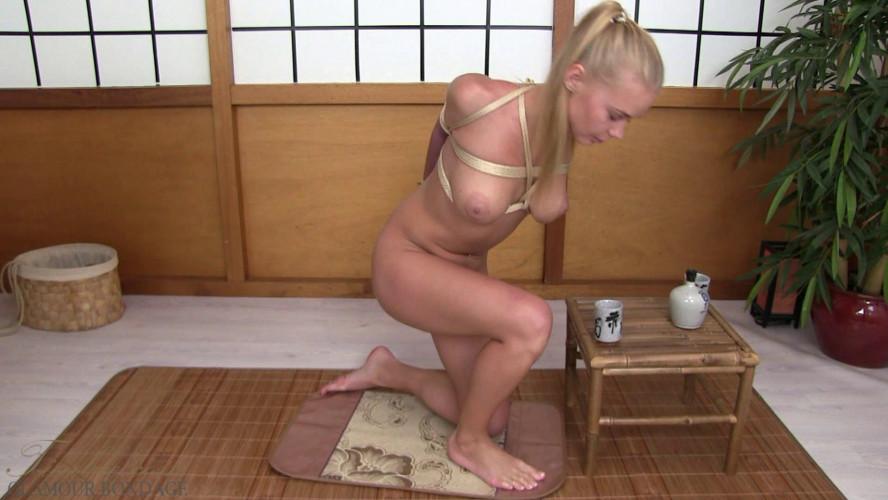 BDSM Darina Nikitina - elbow bondage in gold rope