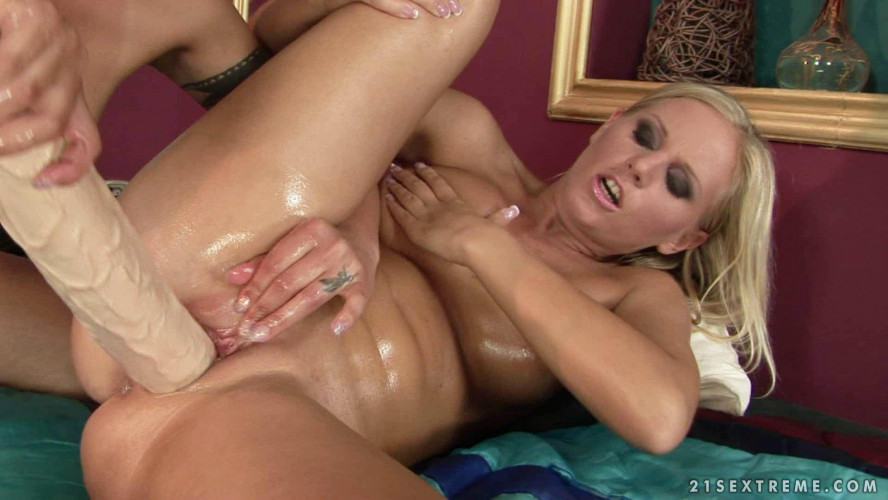 Fisting and Dildo Cindy Hope and Barbie White Teaching Barbie White