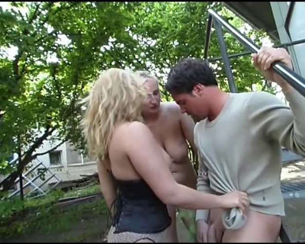 Femdom and Strapon Blondes love threesomes