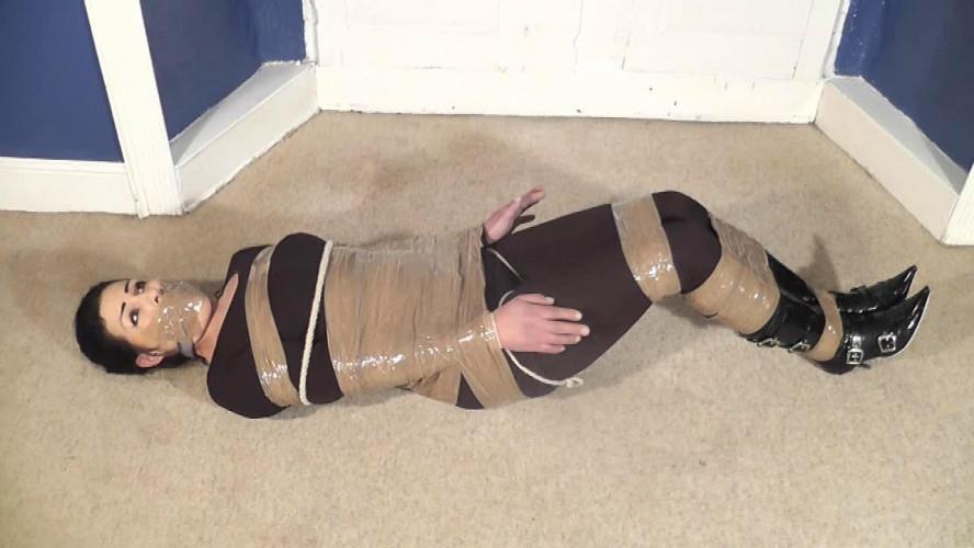 BDSM Fern Likes Rope
