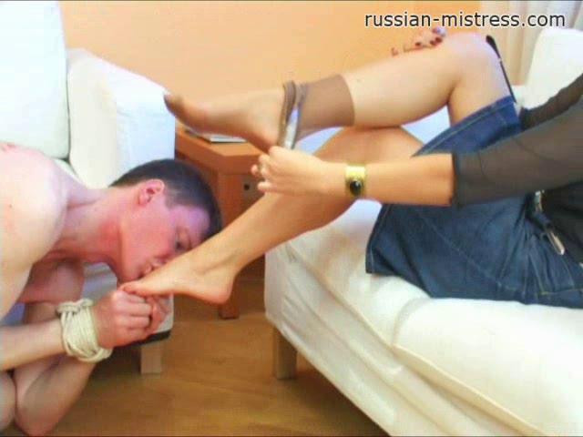 Femdom and Strapon Amanda Likes Foot Fetish