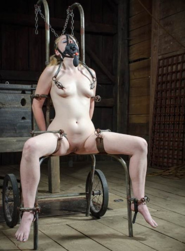 BDSM Hot Poke Her - Delirious Hunte