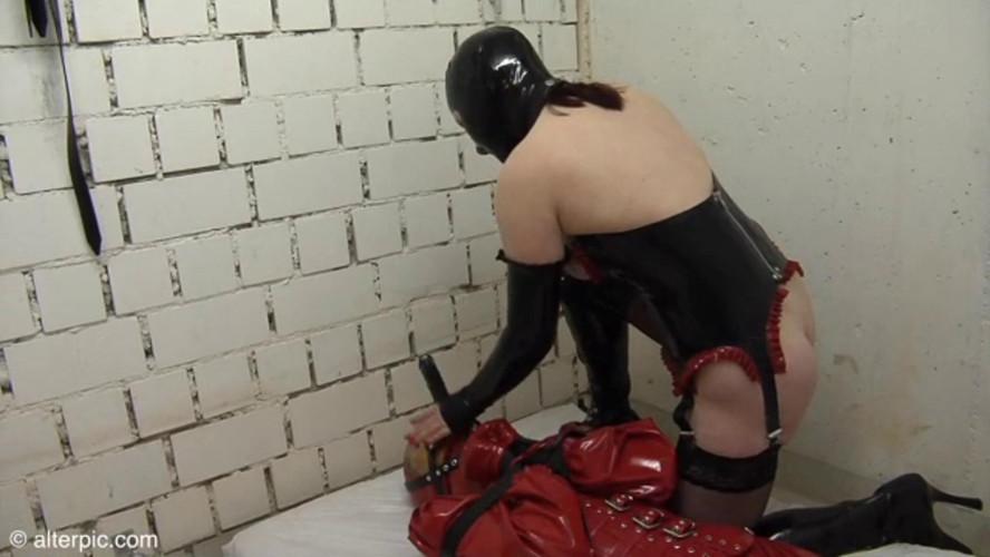 BDSM Latex Alterpic - Head locked in a box
