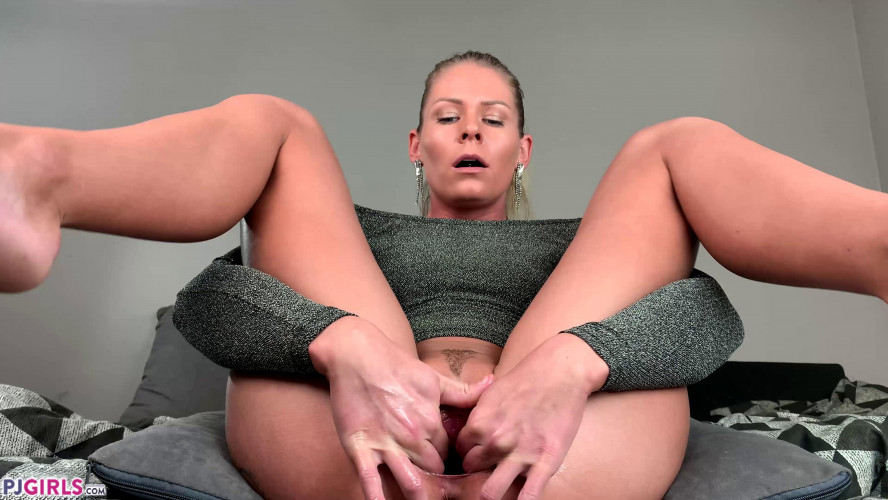 Fisting and Dildo Self Fisting With Claudia Macc