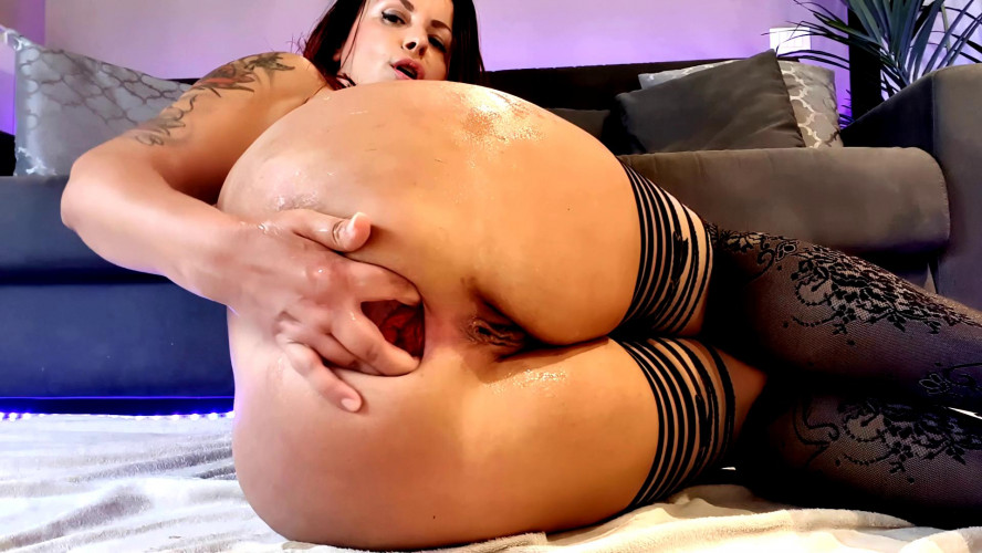 Fisting and Dildo Huge dildo in pussy and ass