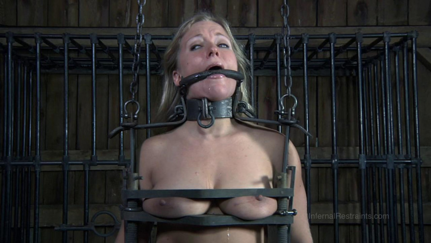 BDSM Dia Zerva cannot move, she cannot speak...
